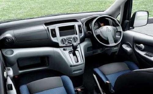 Interior Mitsubishi Maven