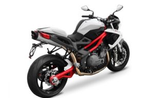 Review Motor Benelli TNT 899