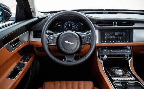 Interior Mobil Jaguar XF