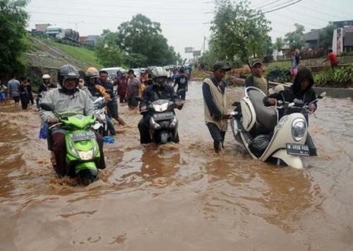 Tips Mengatasi Motor yang Mogok Karena Banjir