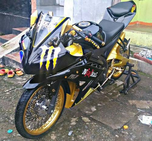 Modifikasi Yamaha R15 Ban Cacing