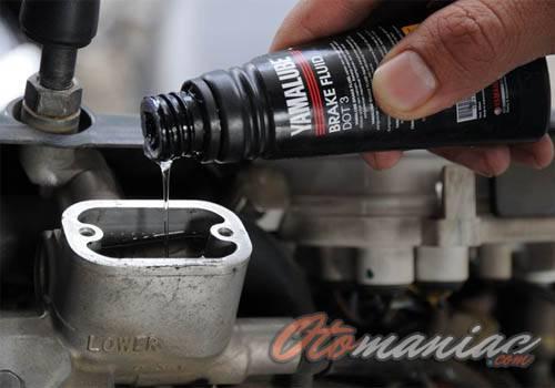 Cara mudah mengganti minyak rem motor